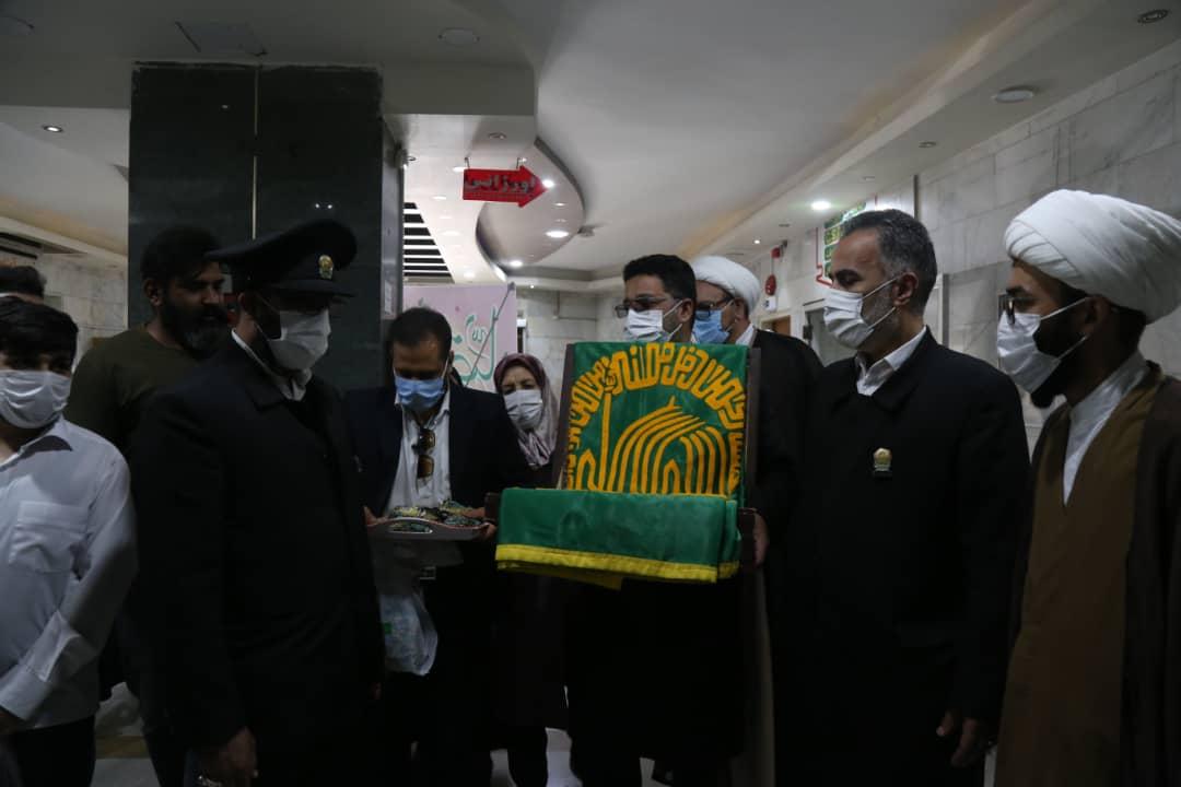 حضورخادمین امام رضا در روز میلاد این امام بزرگوار در بیمارستان شهید صدوقی و عیادت از بیمار