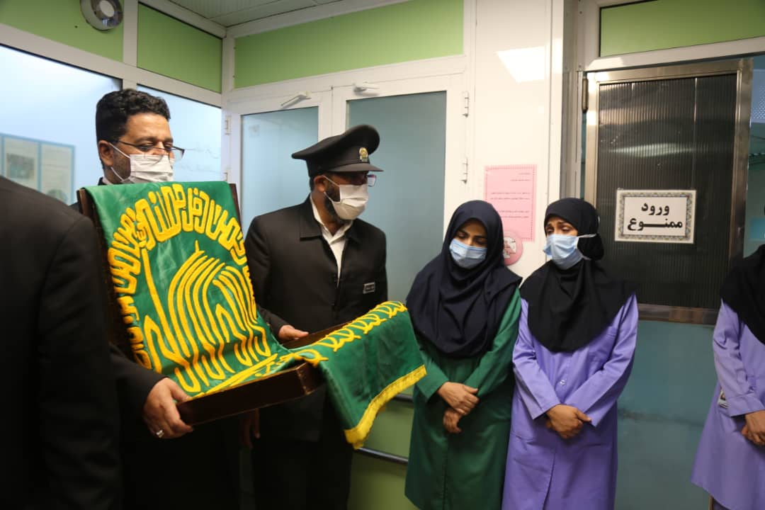 حضور خادمین امام رضا در روز میلاد این امام بزرگوار در بیمارستان شهید صدوقی و عیادت از بیمار
